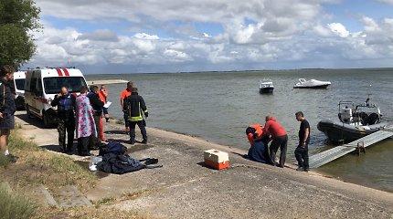 Tarp Ventės ir Nidos nuskendo laivas, gelbėjami žmonės
