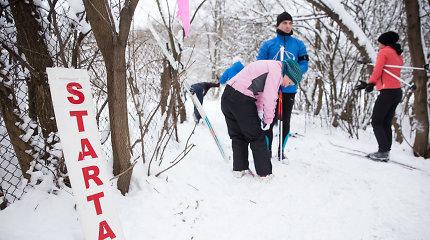 Tarptautinę sniego dieną aktyvūs vilniečiai leidosi į žygį slidėmis