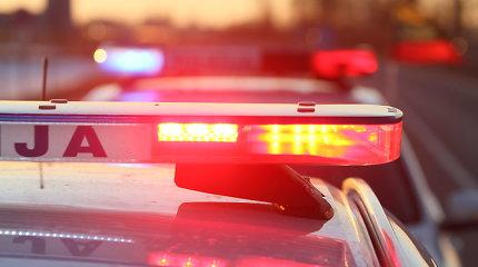 Gąsdino ir grasino: įniršęs vyras apniokojo klaipėdietės BMW ir daužė buto duris