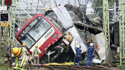 Netoli Tokijo susidūrus traukiniui ir sunkvežimiui žuvo vienas ir nukentėjo dar 30 žmonių
