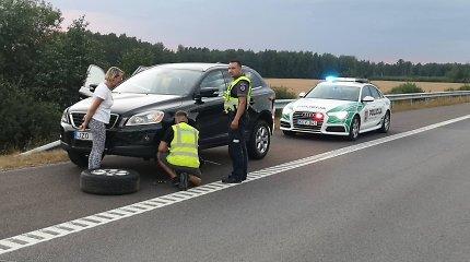 Kelyje Vilnius–Panevėžys bėdos ištiktai moteriai – pareigūnų pagalba