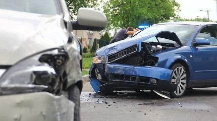 """Panevėžyje girtas """"Audi"""" vairuotojas rėžėsi į KIA ir sužalojo moterį"""