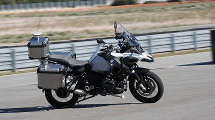 """""""BMW Motorrad"""" pademonstravo savivaldį motociklą"""