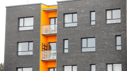Klaipėdiečio pavydas virto pasikėsinimu padegti: į balkoną skriejo degus skystis