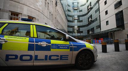 Londono policijos pareigūnas per užpuolimą rimtai sužeistas mačete