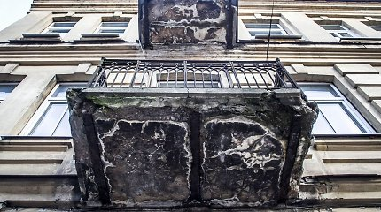 Vilniaus senamiesčio balkonai – gąsdinantys ir keliantys grėsmę
