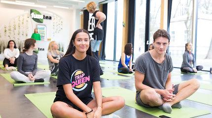 """Jogą išbandžiusi Karolina Meschino ją keistų į aktyvesnį laisvalaikį: """"Su Jonu norime išmokti šokti"""""""