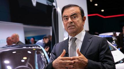 """Buvusiam """"Nissan"""" vadovui pareikšti kaltinimai ir išduotas naujo arešto orderis"""