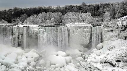 Didingas vaizdas – Niagaros krioklys virto žiemos pasaka