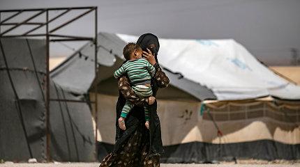 Šimtai džihadistųšeimų narių palieka stovyklą Sirijos šiaurės rytuose