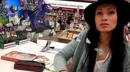 Būna ir taip: 27 metų Modesta Žukauskienė parašė knygą, tačiau pinigų uždirbs iš sąsiuvinio?