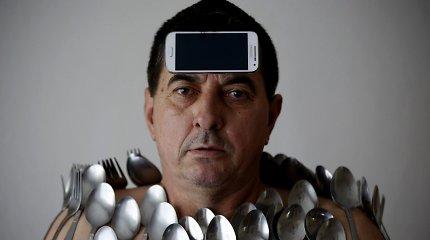 Ponas magnetas: ant 56-erių vyro kūno prilimpa ne tik metalas
