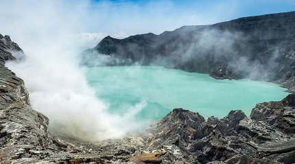 Ijen ugnikalnis Indonezijoje: turistams – egzotika, o vietiniams – pragariška darbo vieta
