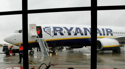 """Dalis iš """"Ryanair"""" pinigus susigrąžinusių keliautojų verčiami juos atiduoti"""