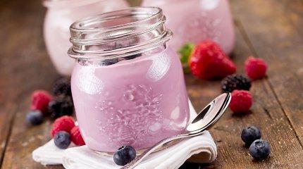 Geriamas jogurtas ir vaisvandeniai: stiklinėje – paros cukrų norma