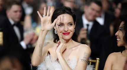 """Angelina Jolie apie galimybę siektivalstybinio posto: """"Niekada nesakyk niekada"""""""