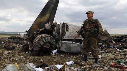 """Nyderlandų tyrėjai ieško liudininkų, mačiusių MH17 lainerį galbūt numušusį raketų kompleksą """"Buk"""""""
