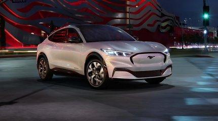 """Kas bendro tarp benzininio """"Ford Mustang"""" ir elektrinio """"Mustang Mach-E""""?"""