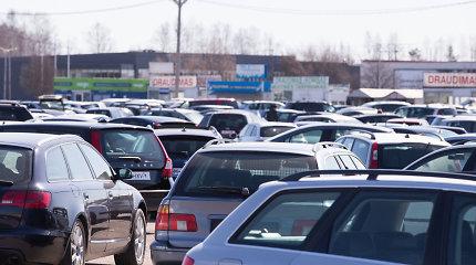 Šalies automobilių rinkoje – kainų šuolis: ką šių metų sukrėtimai paveikė mažiausiai?