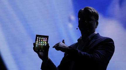 """""""Samsung"""" parodė savo būsimą išmanųjį su sulankstomu ekranu"""