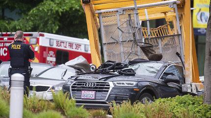 """Nukrito """"Google"""" centrą Sietle statęs kranas: keturi žmonės žuvo ir keturi buvo sužeisti"""