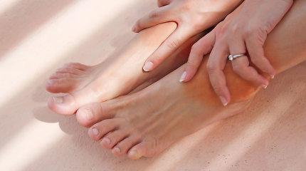 Tinstančios kojos – rimtų ligų pranašas. Reumatologė įvardijo galimas priežastis