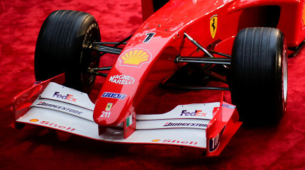 Aukcione parduodamas Michaeliui Schumacheriui F1 čempiono titulą atnešęs bolidas