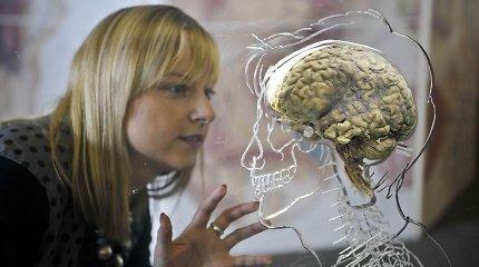 Užkibo už dar vienos melagienos: kaukės blokuoja deguonį ir naikina smegenis