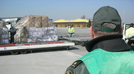 Muitinė: per Kauno oro uostą jau atgabenta 287 tonos medicininių priemonių