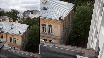 Ant universiteto Kaune stogo – be jokių apsaugų: skaudūs nutikimai nepamoko