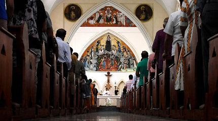 Šri Lankos katalikai dalyvavo pirmose sekmadienio mišiose po Velykų atakų