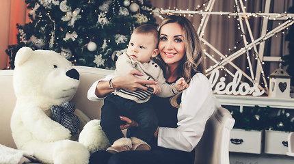 Ypatingos Gerdos Žemaitės Kalėdos: prie eglės – jaukios nuotraukos su neseniai gimusiu sūnumi