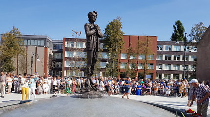 Klaipėda nusilenkė didžiam tautos mokytojui: Vydūno soduose iškilo jo skulptūra, trykšta fontanas