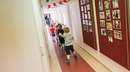 Vilniaus vaikų darželiuose grupės perpildytos, kai kur skalbinius skalbia tėvai
