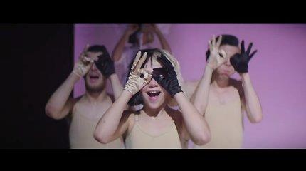 """Neišskiriamas duetas: naujame Sios klipe """"Cheap Thrills"""" vėl šoka talentingoji Maddie Ziegler"""