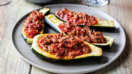 Cukinijos nevegetariškai: 10 patiekalų, kur ši daržovė dera su mėsa