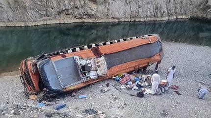 Pakistane per autobuso avariją žuvo mažiausiai 20 žmonių