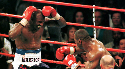 Nepaisant nukąstos ausies, Evanderis Holyfieldas kviečia Mike'ą Tysoną į kovą