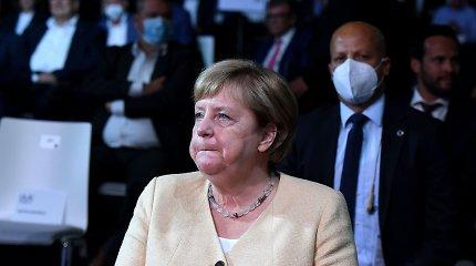 A.Merkel partijai atsiliekant apklausose, kanclerė reiškia paramą A.Laschetui