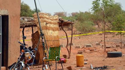 Nigeryje per išpuolį kariuomenės stovykloježuvo 18 žmonių, dar keturi dingo