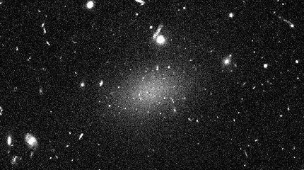 Išspręsta keistos galaktikos, kurią sudarė 99,99 proc. tamsiosios materijos, mįslė