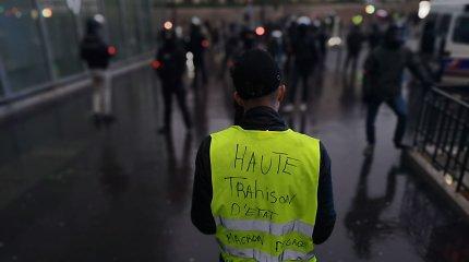 """""""Geltonųjų liemenių"""" protestai Prancūzijai nesutrukdė pasiekti eilinio turizmo rekordo"""