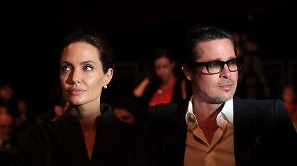 Besitęsiant Angelinos Jolie ir Brado Pitto skyryboms, aktorė tikina turinti buvusio vyro smurto įrodymų