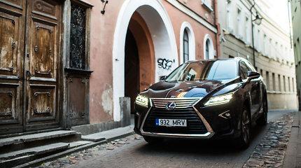 """Lietuvą pasiekė pirmas """"Lexus"""", kurį įvertins tie, kam penkių sėdimų vietų negana"""