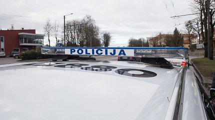 Išpuolis prieš policiją Šilutėje – išdaužtas tarnybinio automobilio langas