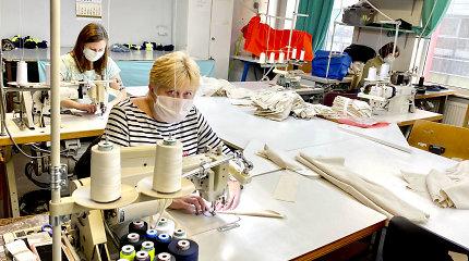 Vilniaus siuvykla per naktį perorientavo gamybą – užsakymai kaukėms užgriuvo lyg lavina