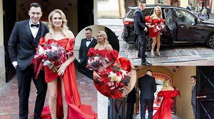 """""""Stikliuose"""" susituokė N.Bunkė ir E.Eidėjus: išskirtinė suknelė pasiūta per savaitę"""