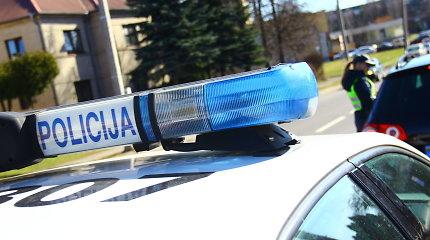 Prienų rajone ant kelio rastas vyro kūnas: galbūt nukrito nuo viaduko