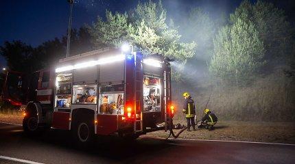 """Atliekų rūšiavimo aikštelėje """"Ecoservice"""" prie Gariūnų kilo gaisras"""