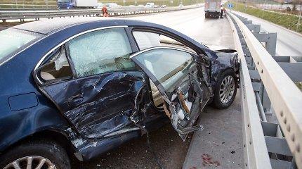 Perspėjimas vairuotojams: slidu bus ir iš pažiūros neslidžiame kelyje